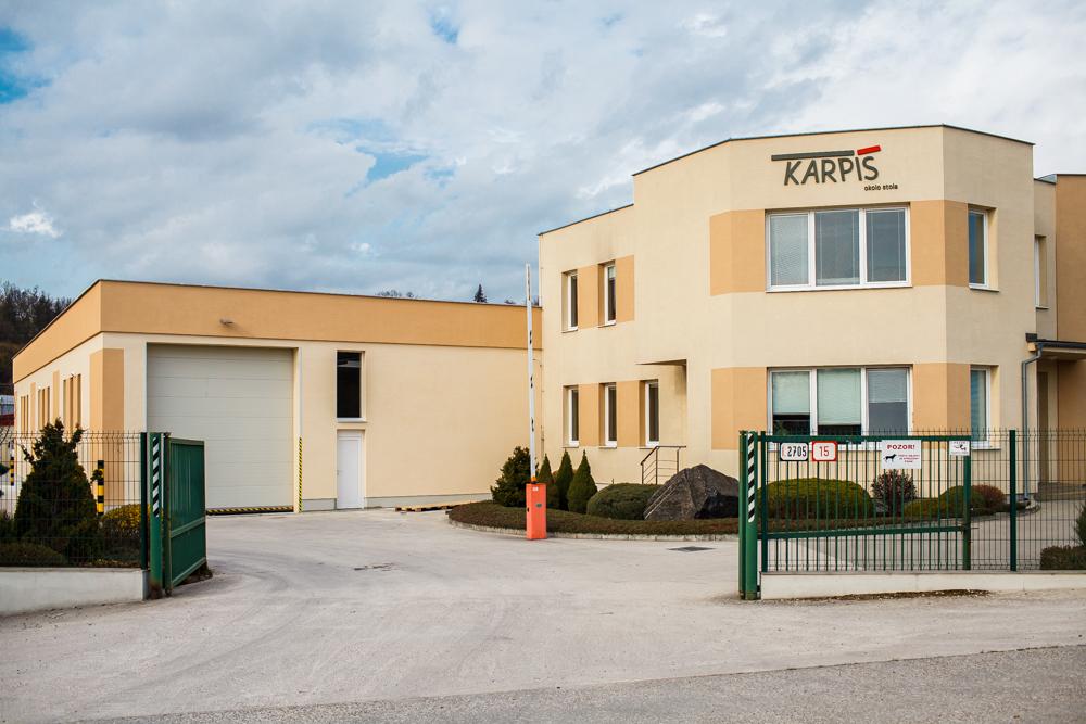 Administratívna budova a hala Nábytok Karpiš Prievidza - exteriér